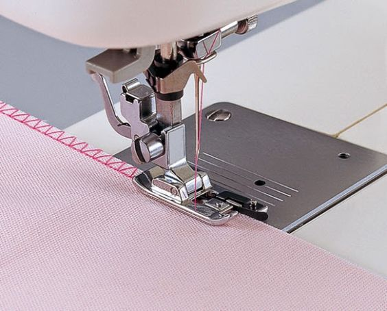 Crafty Bitches - Blog DIY, Couture, Déco, Vintage. Tuto couture, Do it yourself, décoration, rétro.: Les 10 fonctions de base d'une machine à coudre pour débutant