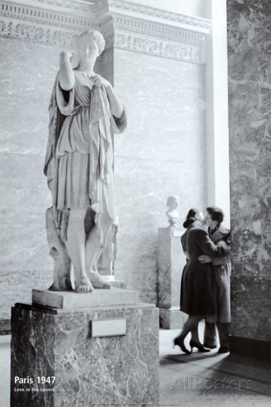 Paris, 1947 - Love in the Louvre: