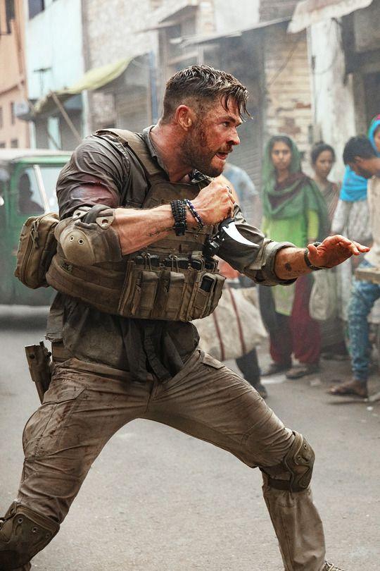 Chris Hemsworth Extraction 2020 Dir Sam Hargrave In 2020 Chris Hemsworth Hair Hemsworth Chris Hemsworth Thor