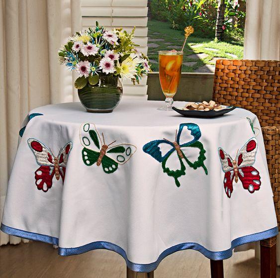 Mantel para bordar con patrones e instrucciones 1 700x694 for Caminos para mesas redondas