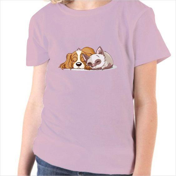 Camiseta infantil perro  y gato durmiendo