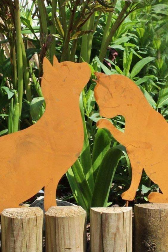 Wunderschönes Katzenduo im Rost Design in jedem Garten ein Hingucker. Ob im Blumenbeet, im Steingarten oder einfach nur im Rasen. Die niedlichen Katzen sieht man einfach gerne an. Das Katzenduo ist rostfarben lackiert, aber kein Rost. Lange Stäbe geben den Katzen einen sicheren Halt... *Pin enthält Werelink