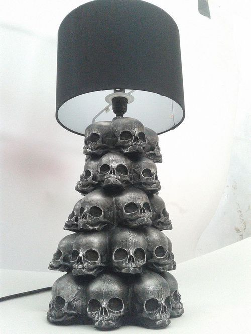 Imagen de skull and lamp: