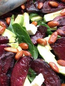Salade fraîche d'épinards à l'avocat, à la feta et aux betteraves rôties caramélisées | Total Visits 0 | L'étoile et le croissant