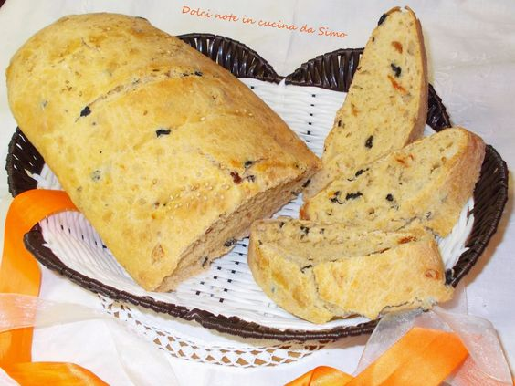 Dolci note in cucina da Simo: Pane con olive nere e pomodori marinati