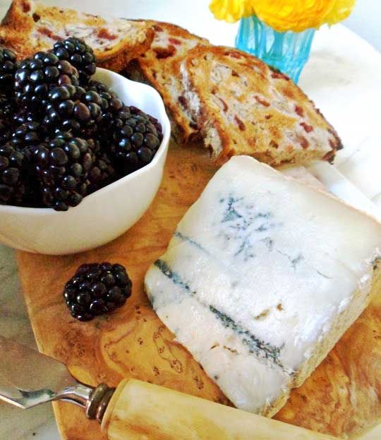 blackberries paired with blue cheese: Blue Cheese, Blackberries It S, Black Blue, Blackberries Blue, Blue Blackberries, Blackberry Preserves, Blackberries Bleu, Blackberries Paired, Cheese Blackberries