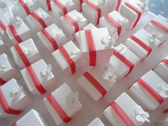 Mini cupcake wedding favours