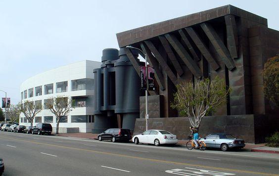 双眼鏡ビル アメリカのロサンゼルスにある広告代理店のオフィスビル。 Binoculars building American advertising agency of the office building in Los Angeles .
