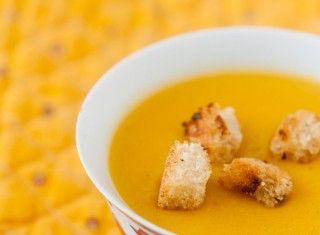 Zuppa di cocco, curry e zucca