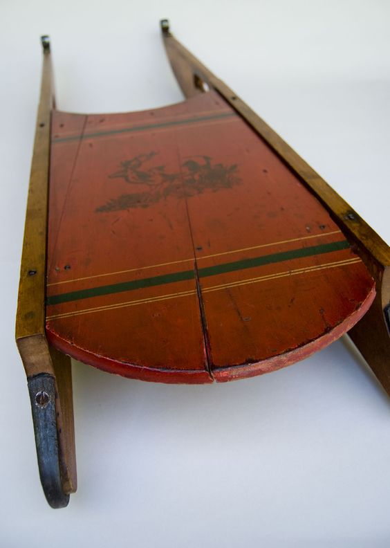 Antique sleds antique american folk art victorian sled for Antique sled decoration