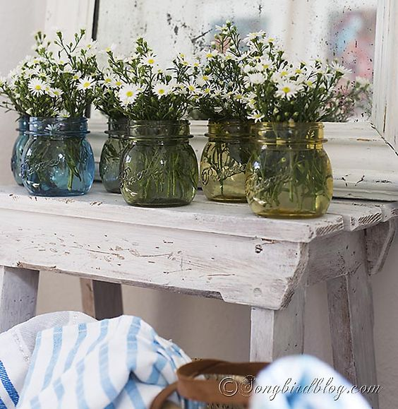 How to permanently paint glass jars to turn them into vases and add an ombre effect for extra beauty. via http://www.songbirdblog.com