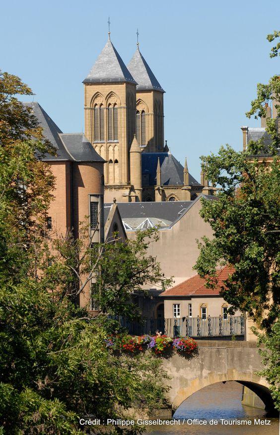 Bords de Moselle   D'agréables promenades vous attendent le long de la Moselle, dans le cœur de la ville de Metz !