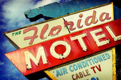 the Florida Motel: Vintage Signage, Neon Signs, Lights Vintage Signs, Retro Signage, Signage Design, Retro Signs, Signage Florida, Motel Signs