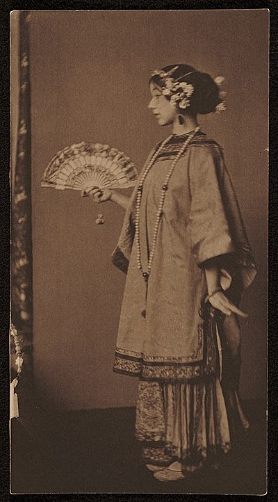 Citation: Gladys Wiles, ca. 1910 / unidentified photographer. Richard Field Maynard papers, Archives of American Art, Smithsonian Institution.