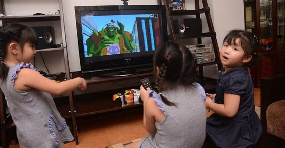 Những tác hại không tưởng khi cho bé sử dụng thiết bị điện tử