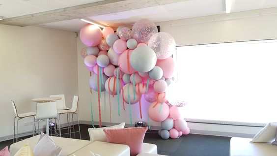 Just stunning custom colours set this organic installation. www.balloons.net.au