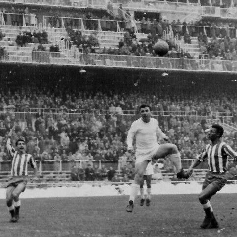"""Ferenc""""Pancho"""" Puskás, le anoto 9 goles en 11 derbys al Atlético de Madrid."""