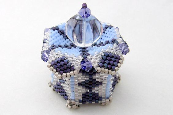 Miniature Box using Judy Walker's pattern (with permission) and my own design. - Bead&Button Magazine Community - Forums, Blogs, and Photo Galleries