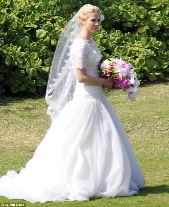 Elizabeth smart wedding dress and wedding veil I want to wear at my wedding!