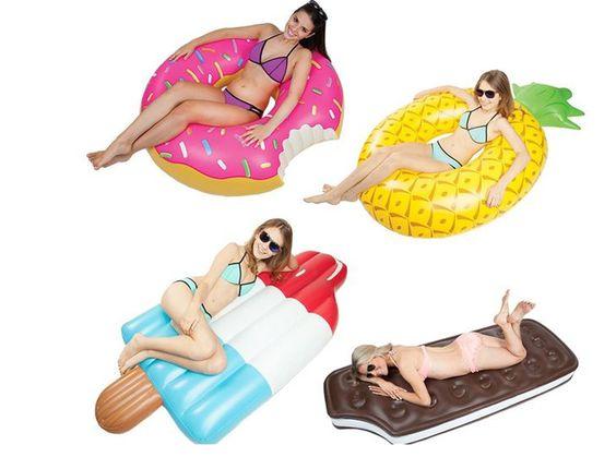 Was gibt es besseres als mit Luftmatratzen und Schwimmringen im Pool, am See oder am Meer zu entspannen?   Bei Geschenkidee.ch kannst du besonders coole und spassige Luftmatratzen in Form eines Wasserglaces, eines Ananas-Rings, einem Donut oder einem Glace-Sandwich für nur 29.90 kaufen!  Bestelle hier deine coole Luftmatratze: http://www.ich-brauche-ferien.ch/coole-luftmatratzen-und-schwimmringe-fuer-nur-29-90-franken/