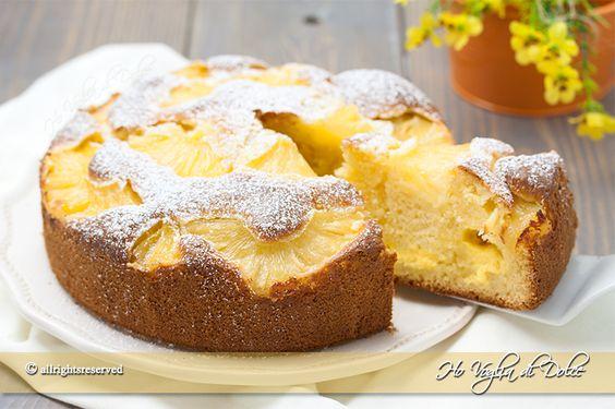 Torta ananas e crema sofficissima. Una ricetta per la colazione e la merenda facile da preparare, con yogurt, ananas sciroppate e tanta crema pasticcera.