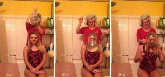 """A internet lança algumas modas bastante malucas. A mais recente delas é um """"desafio"""" que propõe que as pessoas compartilhem nas redes sociais vídeos em que elas derrubam camisinha preenchida com água sobre suas cabeças."""