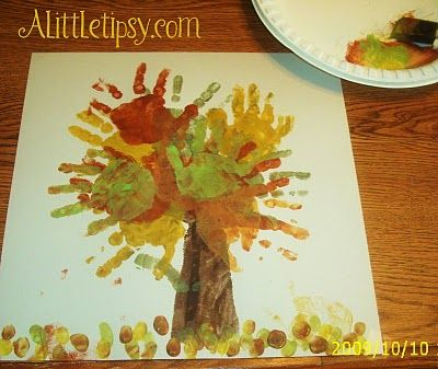 This tree idea is cute and applicable on so many levels for so many things. Could be a great gift for grandparents (or for my own walls) done on a mounted cavas.... especially when there are more little hands to contribute.