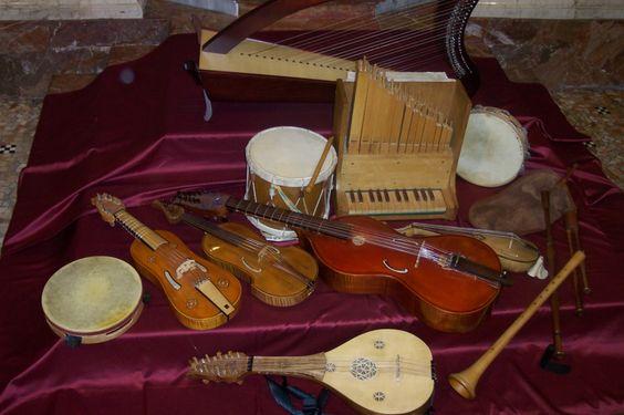 Strumenti medievali ad arco quali la viella la ribeca a for L organo portativo