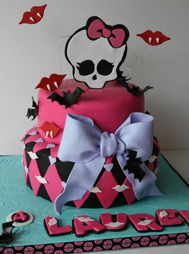 This is adorable!  Love the fangs and bats...Not too creepy, but cute and fun!: