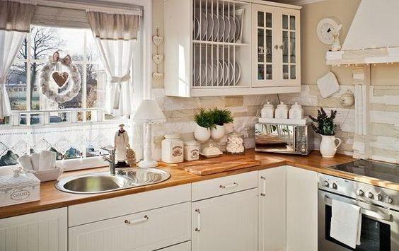 Cortina romântica na cozinha                                                                                                                                                      Mais