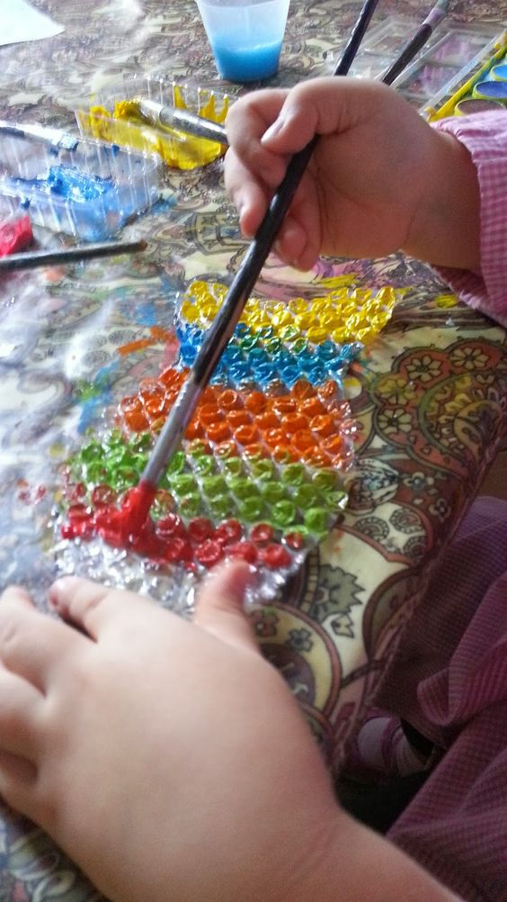 Rainbow fish bubble wrap prints ~ painting and printing with bubble wrap