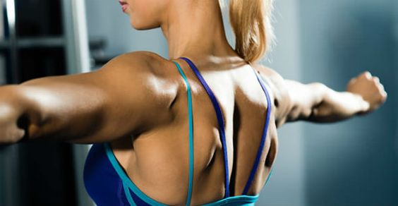 Θαυματουργές ασκήσεις για να κάψετε 800 θερμίδες    Σκληρή γυμναστική σωστή διατροφή. Αυτός είναι ο πυρήνας μιας υγιεινής ζωής το άλφα και το ωμέγα του να χάσουμε τα περιττά κιλά και να διατηρήσουμε το ιδανικό μας βάρος. Και οι παρακάτω ασκήσεις μπορούν να σας βοηθήσουν να κάψετε 800 θερμίδες μέσα σε μία ώρα.    Διαλειμματική στο διάδρομο Για να κάψετε πολλές θερμίδες γρήγορα δοκιμάστε την διαλειμματική προπόνηση (interval training). Περιλαμβάνει εναλλαγές ανάμεσα σε υψηλή και μεσαία ένταση…