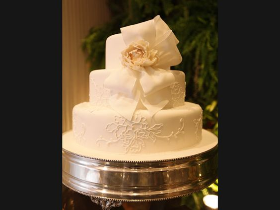 Bolo de casamento com laços é tendência em evento para noivas - Notícias - Noivas GNT