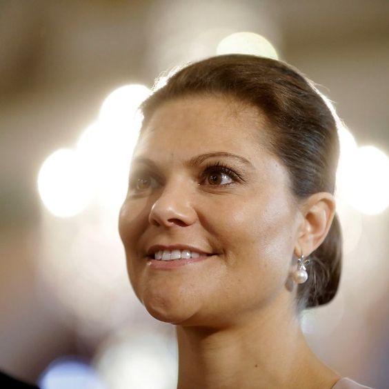 Ruotsin kruununprinsessa Victoria ja hänen puolisonsa prinssi Daniel odottavat toista lasta, kertoo Ruotsin hovi Dagens Nyheterin mukaan. Tyttövauvan laskettu aika on maaliskuussa 2016. #HS #victoria #kuninkaalliset #prinsessa Kuva: Ints Kalnins Reuters: