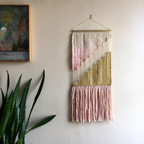 Mother, wife and weaver. My family is my life. Weaving and macrame are my passions. www.wovenbysarah.com wovenbysarah@gmail.com