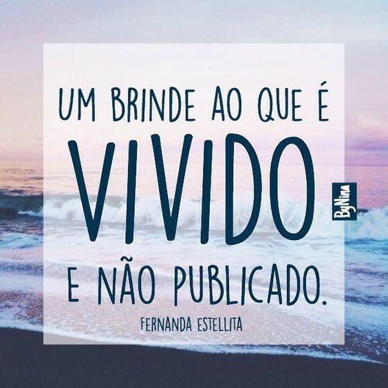 """""""Um brinde ao que é vivido e não publicado"""". @fernandaestellitaoficial Existem coisas nessa vida que precisamos somente agradecer, viver e brindar de perto com quem realmente importa! ByNina #frases #fernandaestellita #bynina #vida #gratidão #offline...:"""