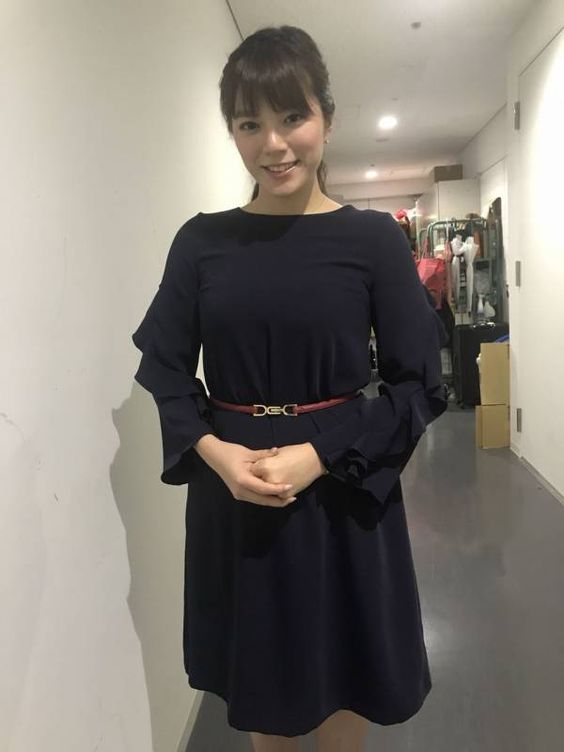 黒のワンピースが素敵な三谷紬さん