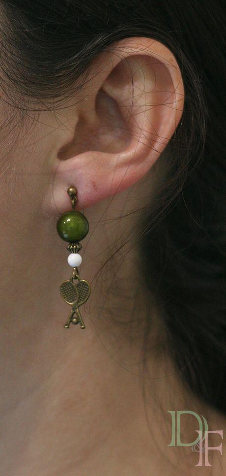 Boucles d'oreilles pongiste I love ping pong. Earrings tennis table, ping-pong player or fan.  http://divine-et-feminine.com/fr/boucles-d-oreilles/96-boucles-d-oreilles-i-love-ping-pong.html