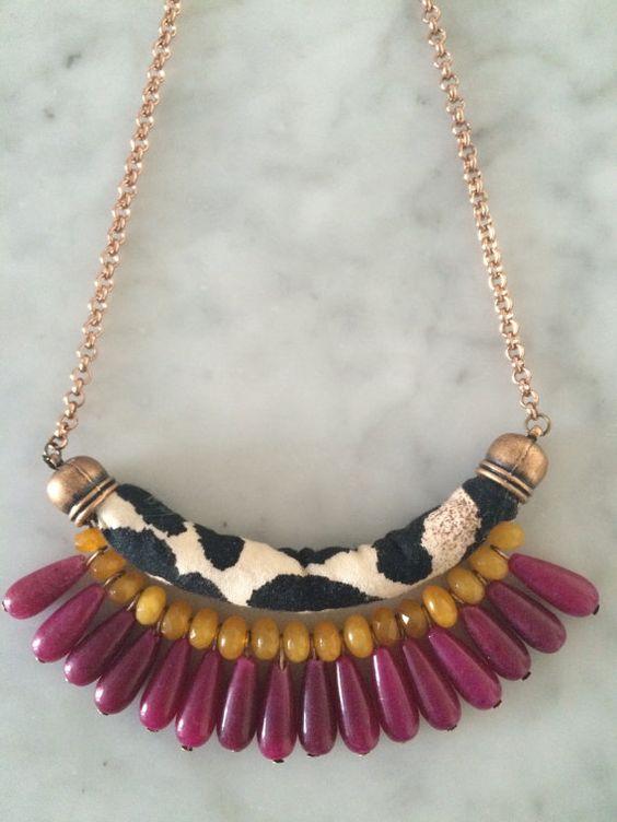 Collana in stoffa e perle di agata colorata di SeGu2014 su Etsy