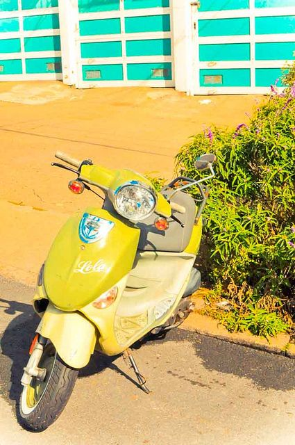 Vespas italy and photos on pinterest