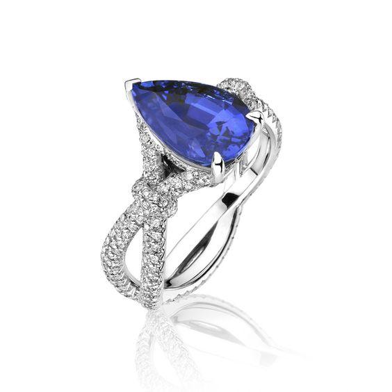 Bague de fiançailles Saphir naturel taille poire 237 diamants de pavage monture en or gris 18 carats #jewelry #saphir #diamond #gold