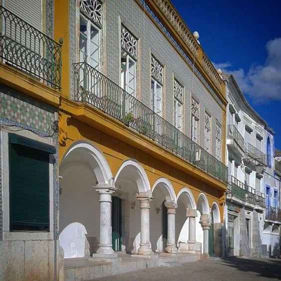 Praça da República. Beja.  Alentejo.  www.casanaaldeia.com