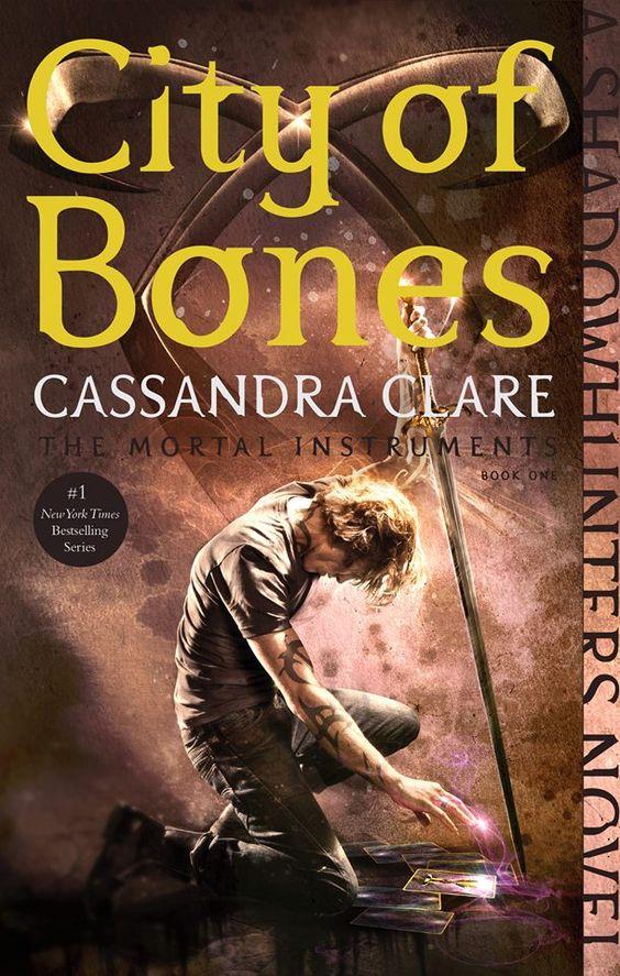 """Nueva portada de """"City of Bones"""""""