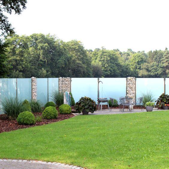 satiniertes Glas im Gabion-Zaun sichtschutz garten Pinterest - trennwand garten glas
