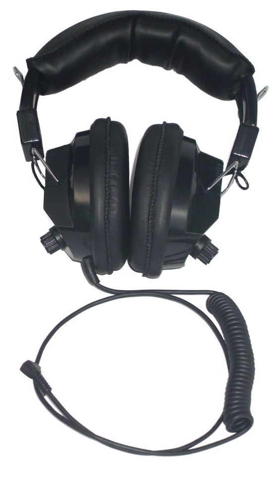 Racing Headset for Nascar Scanners ** See this great image @ http://www.amazon.com/gp/product/B001CT98JM/?tag=buyoutdoorgadgets.com-20&pkl=030716043759