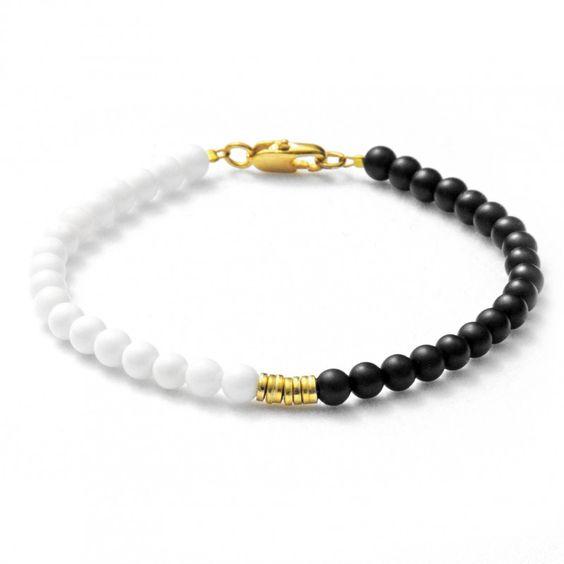 """Bracelet with shell and onyx """"DIANA"""" - Schwarz-weißes Armband mit Muschel und Onyx Perlen"""