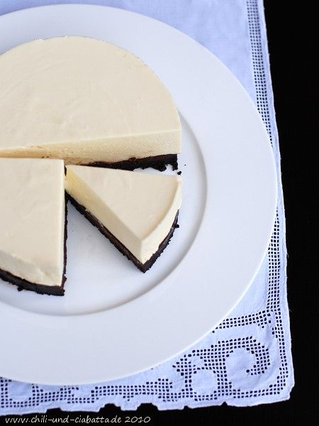Chili und Ciabatta: Weiße Schokoladenmousse-Torte mit Oreoboden