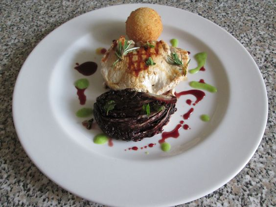JHS /  Porc roulade avec radicchio dans une sauce  au vin rouge et de pommes de terre croquette et jambon  / Gino D'Aquino