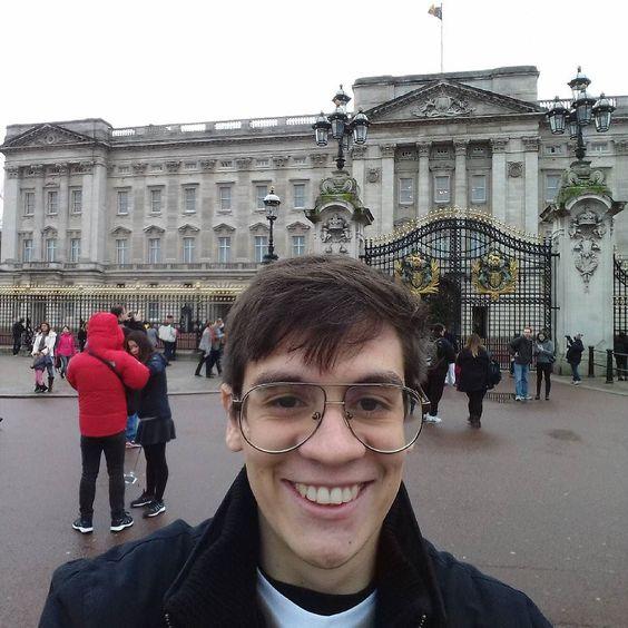 Um ano depois tirei foto em outro palácio. Dessa vez não fui preso. by fegermano_