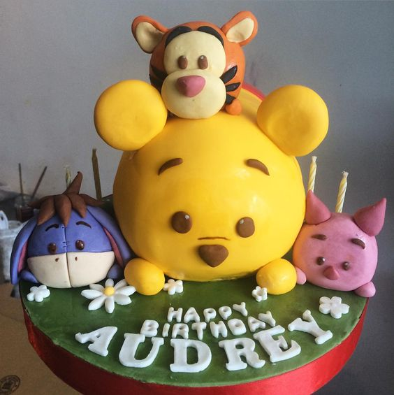 Tsum tsum pooh happy weekend people. 」  All about Fondant Cake